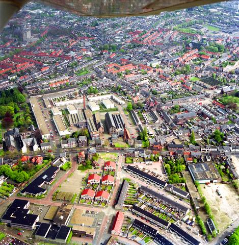 D-000109-2 - Luchtfoto voor Stadsnieuws. Delen van de wijken Hasselt, Goirke en Groeseind. Centraal het Mommerscomplex aan de Goirkestraat, 1992-1993.