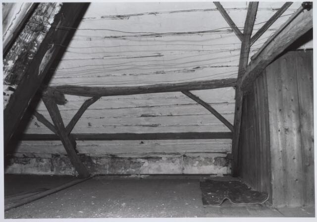 025687 - Zolder van het pand Leharstraat 109 medio 1982
