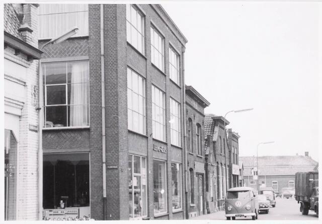 032355 - Thans parkeerterrein aan het Stadhuisplein zie documentnummer 32339
