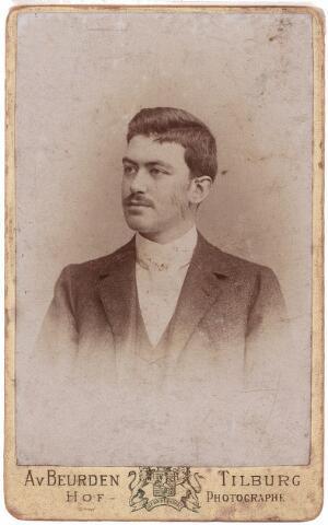 003525 - Lambertus Thomas Maria (Lambert) de Beer, geboren te Tilburg 7 juli 1867,  aldaar overleden op 31 mei 1931. Gehuwd met Theresia Catharina Huberdina Maria (Thérèse) Eras.