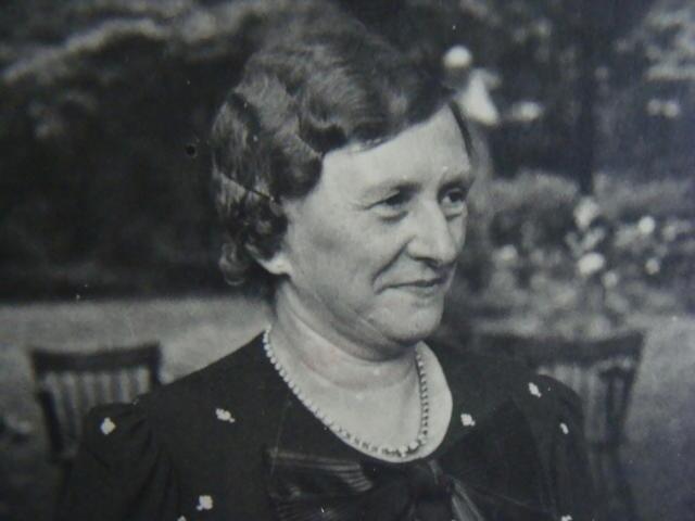 604392 - Mariëngaarde. Tweede Wereldoorlog. Oorlogsslachtoffers. Constantia Cornelia M.J. van Dijk, geboren te Tilburg op 7 november 1882 en overleden op 2 februari 1945 ook te Tilburg. Ze kwam om door een V1 die neerkwam op de kapel en keuken van pension Mariëngaarde en het aangrenzende deel van de van Meursstraat