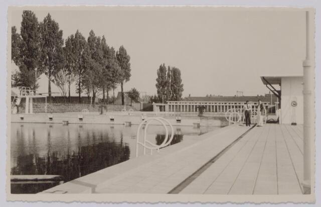 044025 - Zwembad aan de Ringbaan-Oost.