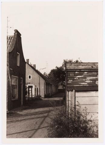 034472 - Lijnse Zijstraat 15. De Lijnse Zijstraat is -na afbraak van de aangelegen woningen- opgegaan in de Von Weberstraat.