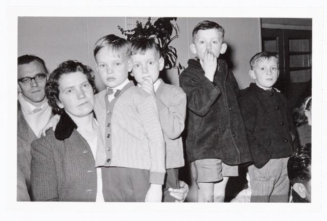 038840 - Volt. Zuid Ontspanning. Sint Nicolaasfeest in de kantine aan de Voltstraat 1960. Sinterklaas. St. Nicolaas
