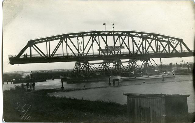 604834 - Aanleg van de brug bij Keizersveer