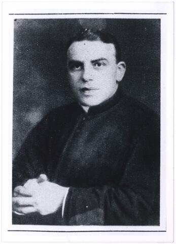 004351 - mgr. prof. dr. Thomas Johannes Adrianus Goossens, rector van de R.K. Leergangen en hoogleraar aan de R.K. Handelshogeschool te Tilburg. Hij doceerde er de economische geschiedenis van de middeleeuwen en werd in 1947 opgevolgd voor prof. dr. L. Verberne. Geboren 's-Hertogenbosch 1882 en overleden aldaar 1970.