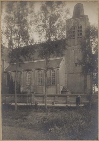 085448 - Dongen. NH Kerk. Passagiers wachtend op de tram.