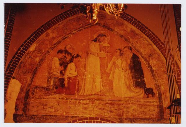 062841 - Schoonmaken van muurschilderingen in de R.K. kerk van de H. Caecilia aan de Kerkstraat 2 te Enschot