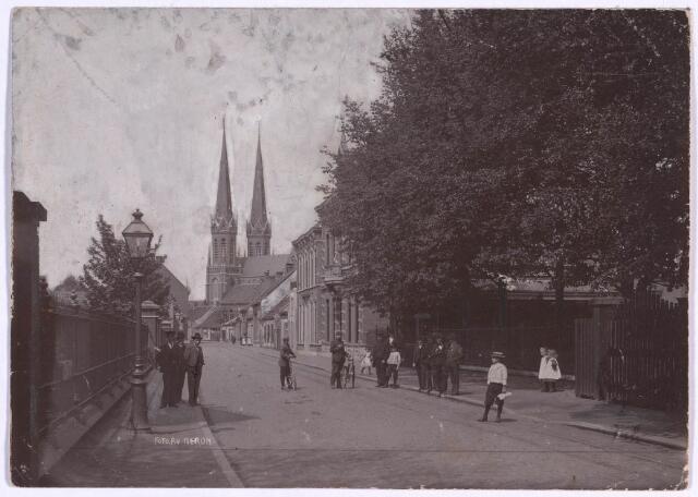 023231 - St. Josephstraat omstreeks 1906, met op de achtergrond de Heuvelse kerk