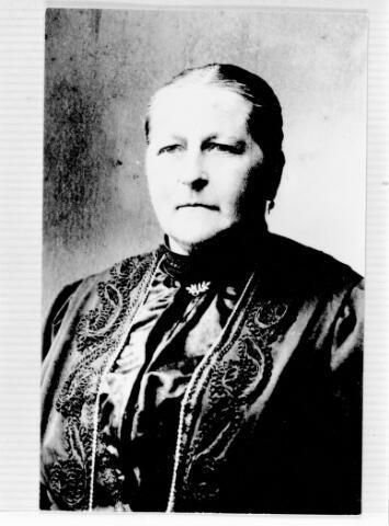 048426 - Catharina van Ravels geboren te Dussen op 8 augustus 1858 en overleden te Tilburg op 18 januari 1914 als echtgenote van bakker Maximinus Josephus van Lieshout.