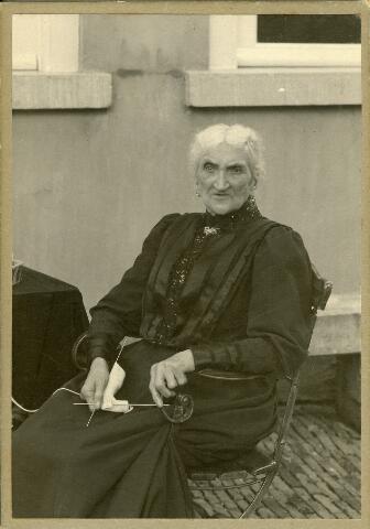 092607 - Gijsberta Wilhelmina Roomer, geboren te Heusden op 6 juli 1857 overleed te Tilburg op 3 februari 1937. Zij trouwde met Franciscus M.J. Kerstens.