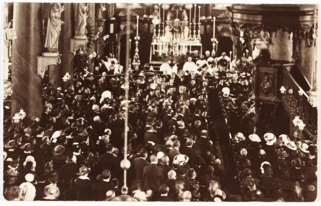 008938 - Feest van de Derde Orde in de kerk van 't Heike.