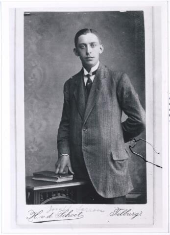 005689 - Joseph Serrou. Achter op de foto staat: Uit dankbaarheid aan de heer LH Verschuuren Tilburg 29 juni 1915.