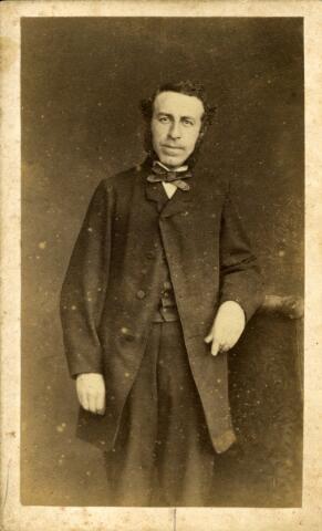 092897 - Wilhelmus Petrus Adrianus Mutsaers, geboren te Tilburg op 3 augustus 1833, zoon van fabrikant Bernardus Jacobus Mutsaers en Elisabeth Boex. Hij trouwde met Maria Fr.J. Smits. Mutsaers werd burgemeester van Tilburg bij K.b. van 3 december 1901 en overleed aldaar op 12 februari 1907.