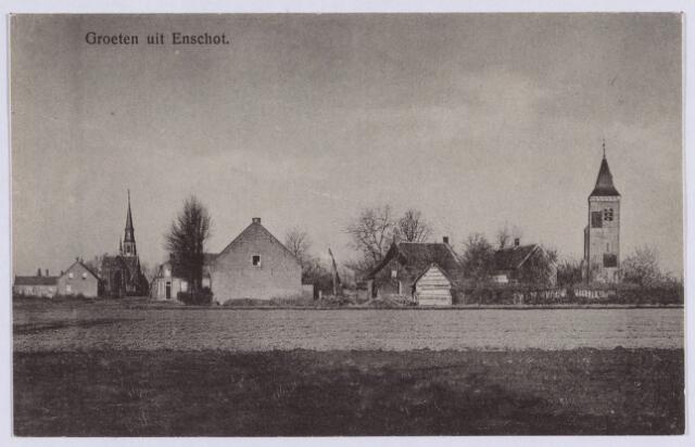 061771 - Zicht op Enschot links de St Caeciliakerk aan de Kerkstraat en rechts de Oude Toren