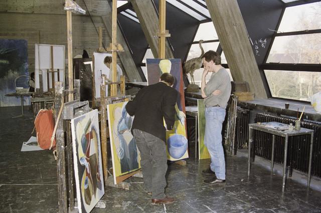TLB023000020_002 - Kunstonderwijs. Interieur Kunstacademie afd. beeldende kunst. Atelier schilderkunst.