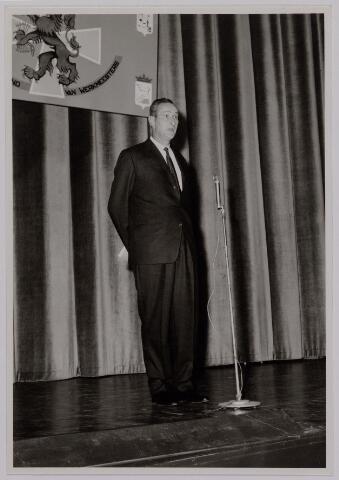 041159 - Vakbeweging. Op 31 augustus 1963 vierde de R.K. Bond Werkmeesters afd. Tilburg het 50-jarig bestaan. 1e een Solemnele H. Mis in de parochiekerk st. Jozef. 2e een feestelijk ontbijt in het parochiehuis aan de Veemarktstraat. 3e herdenkingsbijeenkomst in het Chicago-Theater. 4e Officiële receptie in de zalen van café-restaurant Th. van Broekhoven (Smidspad 42) 5e Feestavonden op 7 t/m 9 september 1963 met uitvoering Operette 'Rumoer in Weinbach' in de Stadsschouwburg met een afsluitend diner. foto: voorzitter feestcommissie W. de Kok.