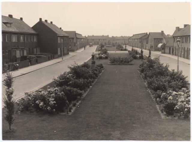 014378 - Arke Noëstraat gezien vanuit de Kwaadeindstraat.
