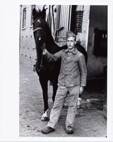 007456 - Antonius Johannes Laurentius (Toon) de Man geb, 24-10-1915, zoon van Aloysius Adrianus Joseph de Man en Martina Josephina van Opstal. Foto omstreeks 1935.