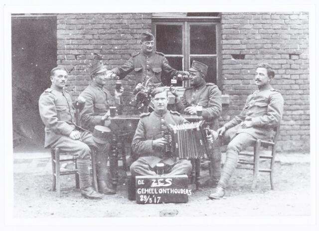 061934 - Eerste wereldoorlog. Mobilisatie 1914-1918. Militairen,  2e van links Jo Mulders.