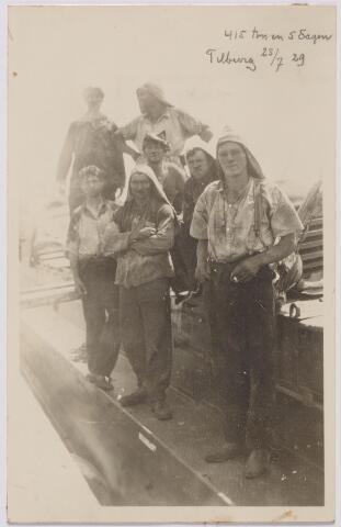043999 - Kolensjouwers van de firma J.B. van Brunschot, steenkolenhandel aan de Spoorlaan 74.