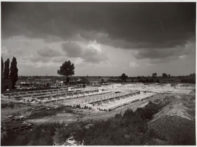 022426 - Bouw van de afvalwaterzuivering aan de Hoevense Kanaaldijk halverwege 1952