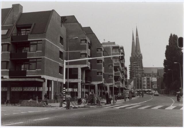 021544 - Winkelcentrum Heuvelpoort begin september 1981, vlak voor de oplevering, gezien richting Heuvel
