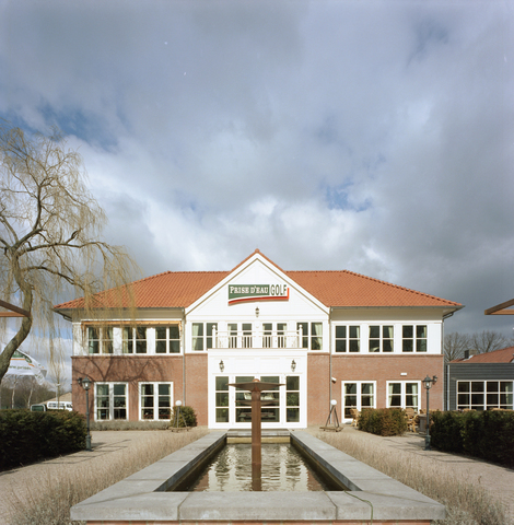 D-00447 - Golfclub Prise d'eau aanzicht gevel clubgebouw (Remmers bouwbedrijf)
