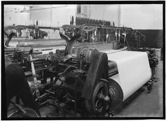 050982 - Wollenstoffenfabriek Tribogh N.V. aan Bisschop Zwijsenstraat.