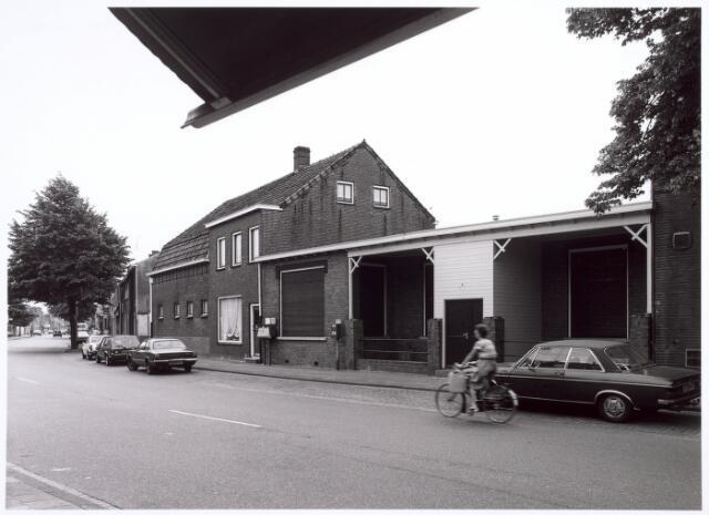 016682 - Zalencomplex behorende bij café Bet Koolen aan de Broekhovenseweg. Links op de achtergrond de kruising met de Ringbaan-Zuid