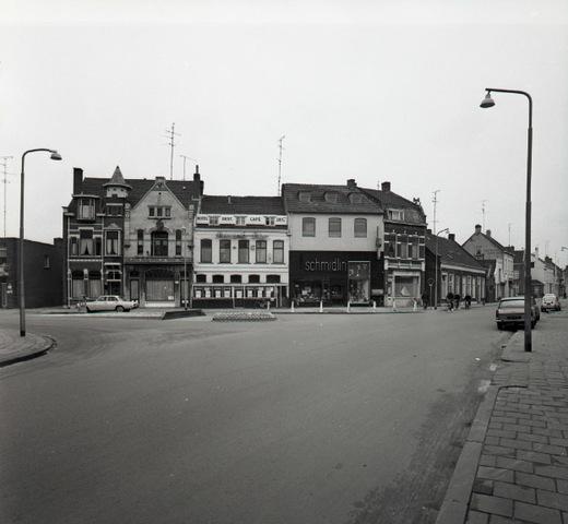654900 - Panden aan het Wilhelminapark. Rechts de Gasthuisring.