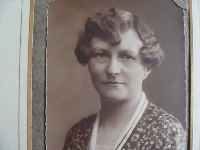 604391 - Mariëngaarde. Tweede Wereldoorlog. Oorlogsslachtoffers. Constantia Cornelia M.J. van Dijk, geboren in Tilburg op 7 november 1882 en overleden op 2 februari 1945 ook te Tilburg. Ze kwam om door een V1 die neerkwam op de kapel en keuken van pension Mariëngaarde en het aangrenzende deel van de van Meursstraat