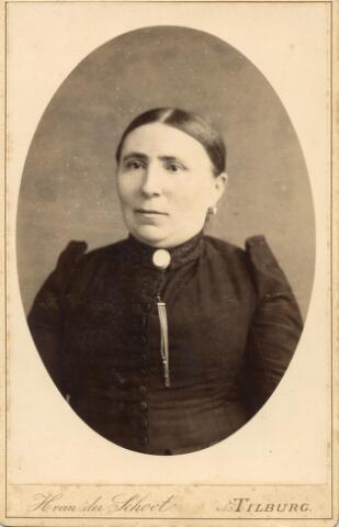 602025 - Paulina Johanna Obbens, geboren op 8 maart 1839 te Tilburg als dochter van Martinus Obbens en Petronella van Opstal. Op 21 augustus 1872 huwde zij te Tilburg met Josephus Joannes van Eijck. Paulina  Obbens overleed te Tilburg op 25 januari 1903.
