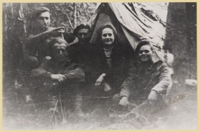077444 - Tweede wereldoorlog 1940-1945 Verzetsgroep uit Boxtel