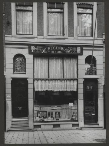 071888 - Een filiaal van stoomververij en chemische wasserij De Regenboog aan de Witte de Withstraat 49a te Rotterdam. De foto is afkomstig uit een album dat werd gemaakt en aangeboden naar aanleiding van het 40-jarig jubileum van textielfabriek De Regenboog van de firma Janssen en Bierens uit Tilburg op 2 december 1930.