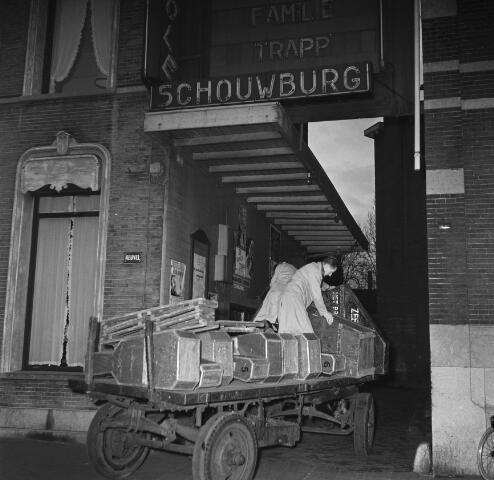 050618 - Brabants orkest. Transport voor concert in Metropool aan de Heuvel, auto + paard en wagen.