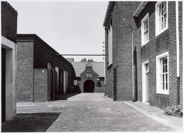 015138 - Smederij van een fabriekspand aan de Bisschop Zwijsenstraat
