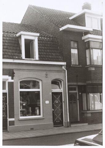 024665 - POanden Korvelseweg 66 (links) en 68 (rechts) eind 1970