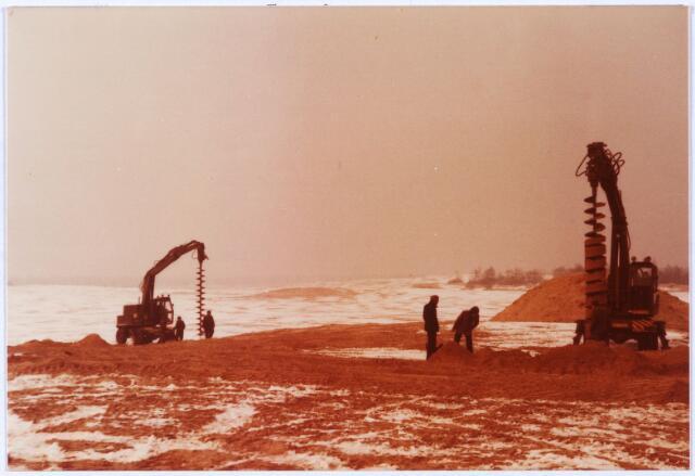 013904 - WO2 ; WOII ; Tweede Wereldoorlog. Opgravingen in de Loonse en Drunense duinen op de plaats waarvan vermoed wordt dat de stoffelijke resten van 14 verzetstrijders zich daar bevinden