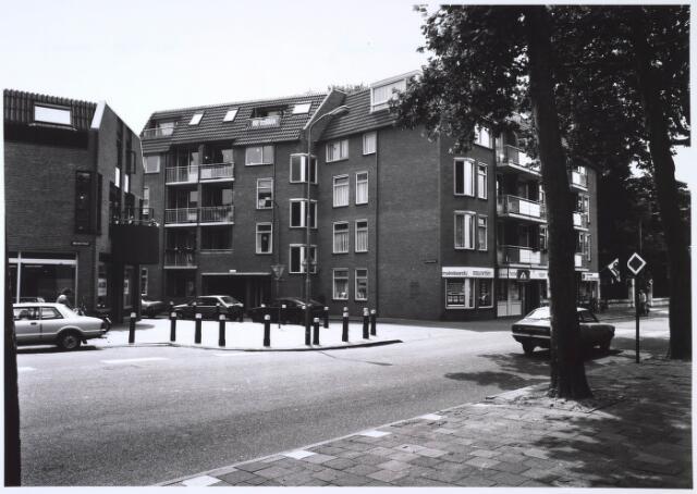 024700 - Nieuwbouw op de hoek Korvelseweg - Hesperenstraat halverwege 1985
