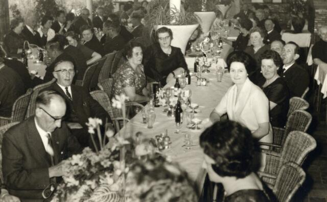 093052 - Viering van het 25-jarig bestaan van de R.K. Bond van Melkhandelaren St. Martinus afdeling Tilburg.