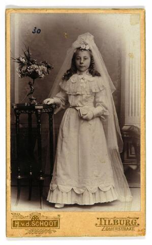 054590 - Johanna Maria Henrica (Annie) Niesten, geboren te Tilburg op 24 mei 1892 op de dag van haar eerste communie.