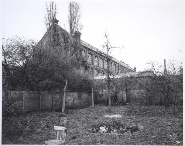 026837 - Fabriek, gezien vanaf tuin in de Nieuwlandstraat 32a