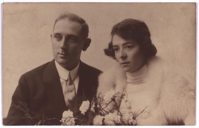 003891 - Joanna Judoca Elisabeth Francisca (Jo) BURMANJE, dochter van Wouterus Burmanje (1865-1924) en Elisabeth Stalpers (1860-1923), werd geboren op 2 augustus 1900 te Tilburg (Heuvel) en overleed aldaar op 11 mei 1973. Huwde met Petrus Joannes Maria (Pierre) van der Meijs (Tilburg 8 september 1897 - Utrecht 15 augustus 1954).