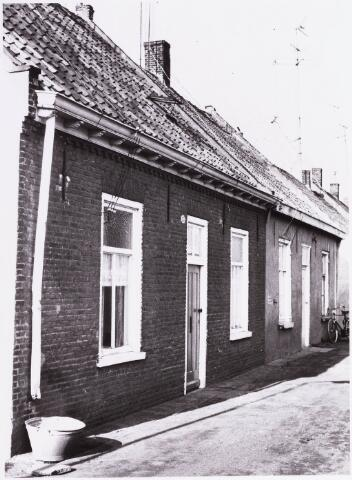 034467 - Lijnse Zijstraat 13. De Lijnse Zijstraat is -na afbraak van de aangelegen woningen- opgegaan in de Von Weberstraat.