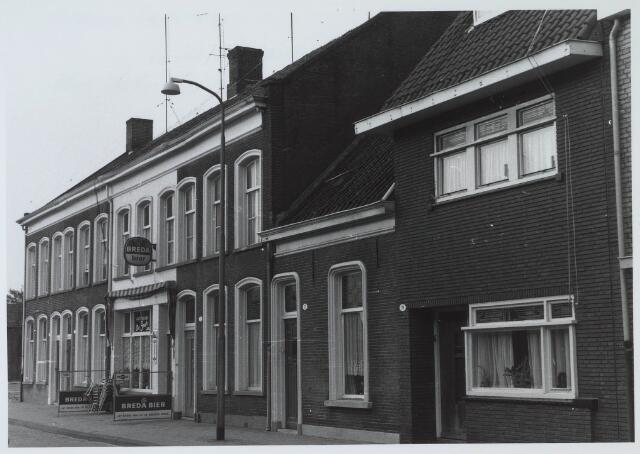 024394 - Korte Nieuwstraat met café De Snor, later café De Tumbler, gezien in de richting van de Besterdring