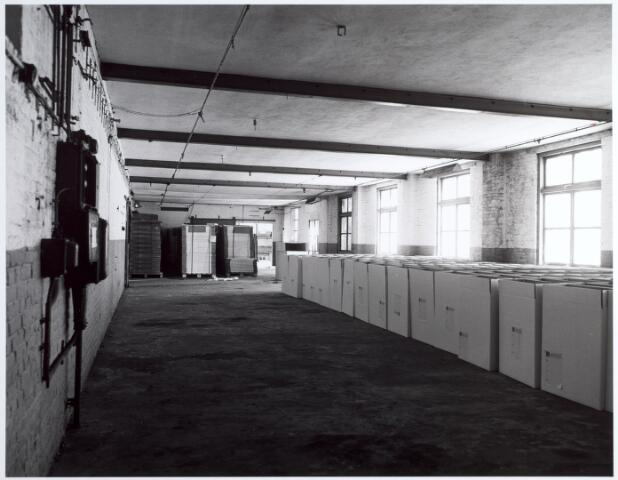 015148 - Interieur van een voormalige fabriek aan de Bisschop Zwijsenstraat