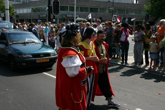 657384 - De T-parade. Een kleurrijke multiculturele optocht door het centrum van Tilburg. De vele culturen van Tilburg worden getoond.