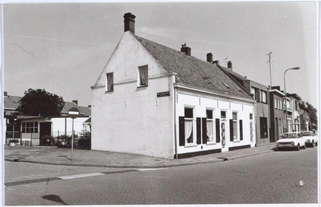 014710 - Karakteristiek pand aan de Berkdijksestraat, hoek Van Lennepstraat