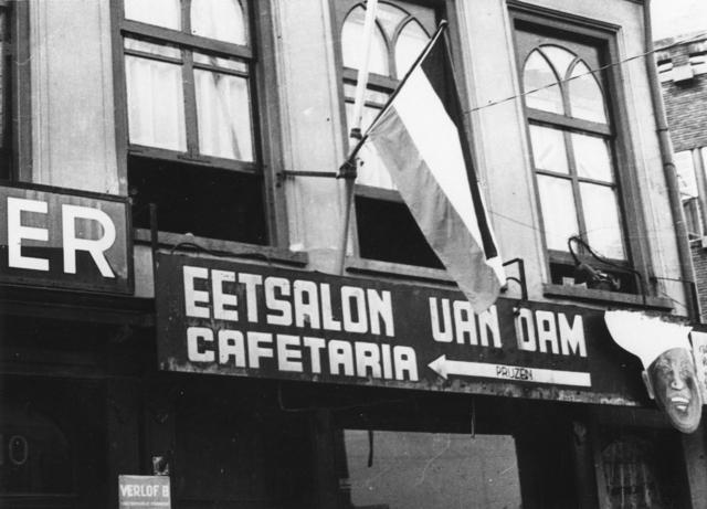 1238_F0429 - Bevrijding Tilburg. Eetsalon Van Dam, cafetaria.